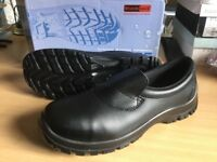 New safety shoes size 12 slip ons