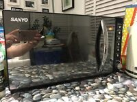 Sanyo Microwave for sale. Fully working, modern mirror design