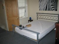 Large double room plus small room available in friendly house near East Croydon Station