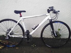 Boardman CB Pro hybrid - hydraulic disc brakes - Carbon forks - extremely light