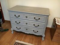 Vintage style shabby chic chest of drawers