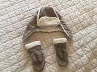 Boy's Winter Hat & Mittens Set Size 2-3 Years