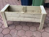 Wooden raised planter free lined