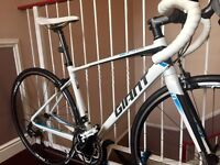 Hardly used - Giant Defy 1 2016 Road Bike Immaculate Condition Cost £900