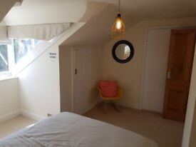 One furnished double bedroom in a spacious, Victorian house in Old Town (Mon to fri).
