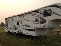 fifth wheel holiday trailer