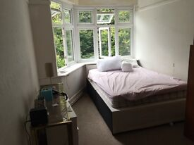 Large double rooms Opp Beach 5 mins town centre Asda University share wc bathroom shower busses