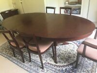 Mahogany extendable dining table and 6 chairs.