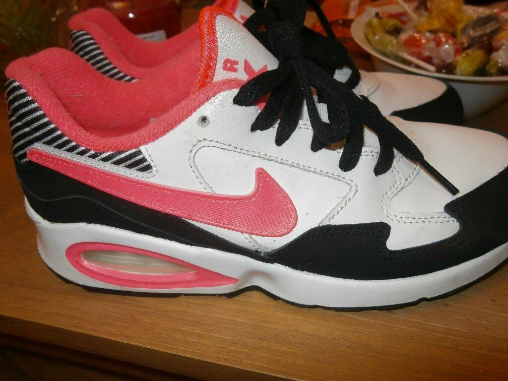 ladies NIKE AIR MAX size 4.5
