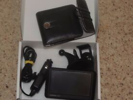 Garmin nuvi 245w complete with charger, screen mount and case