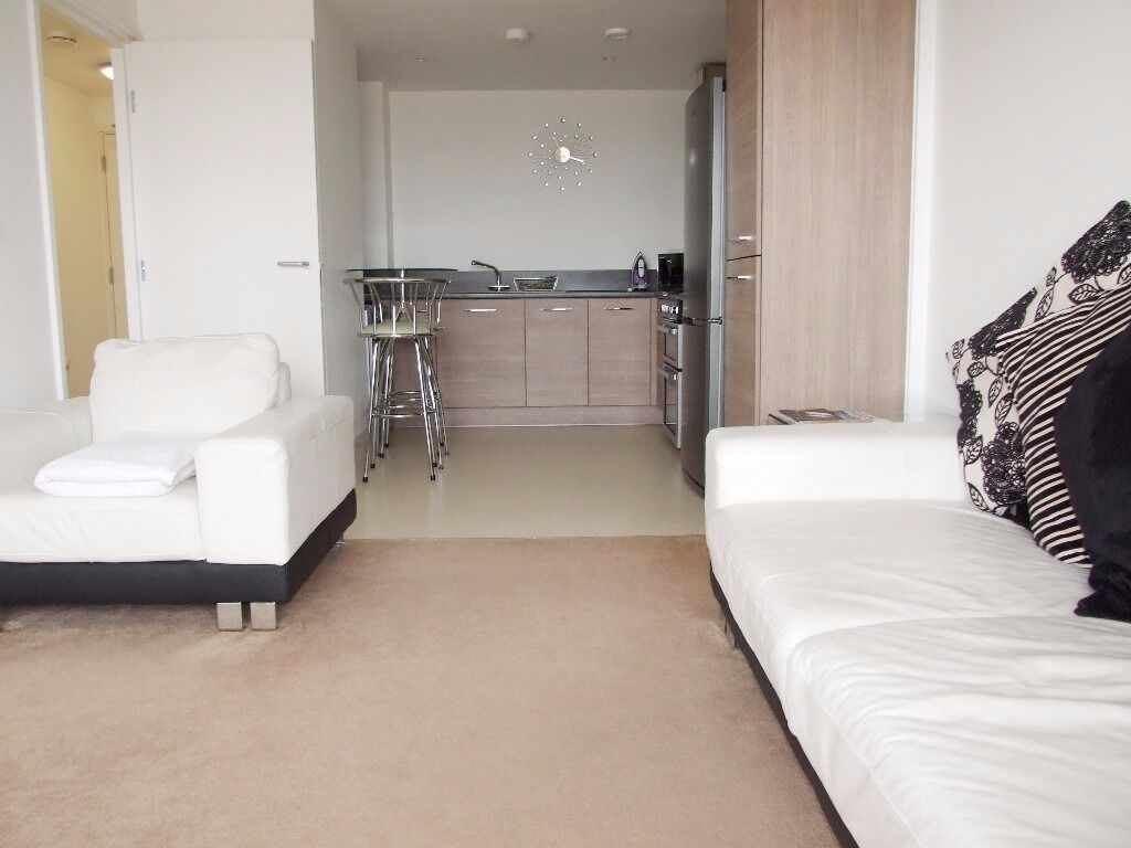 ALL BILLS INCLUSIVE-SPACIOUS 1 DOUBLE BEDROOM APARTMENT IN DOCKLANDS,MINUTES FROM SOUTH QUAY DLR,E14