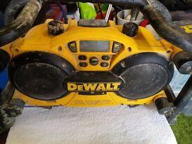 DEWALT site radio-charger