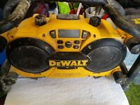 DEWALT site radio-charger