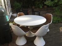 Iconic 1960s tulip table and chairs