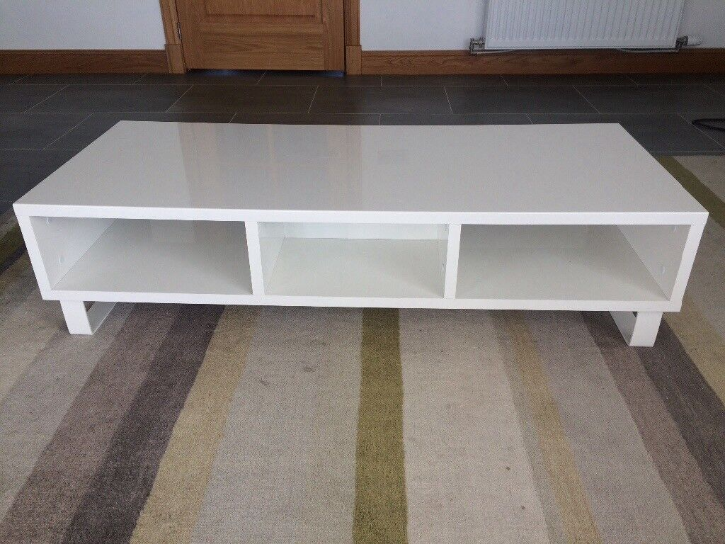 WHITE HIGH GLOSS TV UNIT AND MATCHING COFFEE TABLE