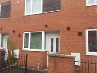 LOVELY FURNISHED 2 BEDROOMS EN -SUITE HOUSE TO LET GROVE VILLAGE CLOSE TO UNIVERSITY