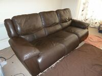 3 Peice Electric Recliner Leather Sofa in Good Condition