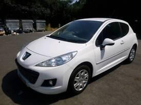 Peugeot 207 white 1.4 petrol