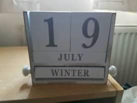 Date, month shabby chic calendar