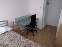 Amazing Cheap Double Bedroom in Hoxton with lovely Flatmates. Flat with Cleaner and Living room