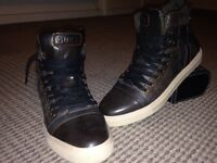 Brand new men's guess trainers never worn