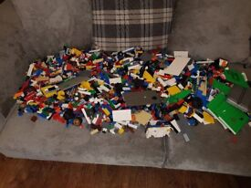 Over 7kg of mixed lego plus variety of books, will split it up into smaller lots if preferred