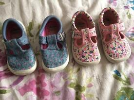 Girls shoes size 5/ Clarks 5f
