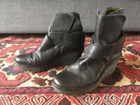 Fly boots. Black leather. Size 40 / 7