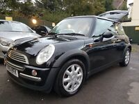 MINI ONE 1.6 in Black with MOT, Part Service History and comes with 2 keys.
