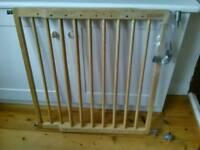 Lindam extending wooden safety gate