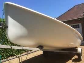 Sailing dinghy - Kestrel 987 with combi-trailer