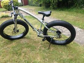 SILVER bike FatBike 26'' x 4'' fat bike fat wheels with Disc Brakes and Front suspension.