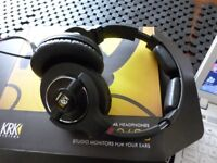 KRK KNS8400 BOXED ALL LEADS AND CARRY CASE