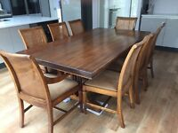 Superb dining table and 8 chairs (2 carvers and 6 chairs) - All in excellent condition