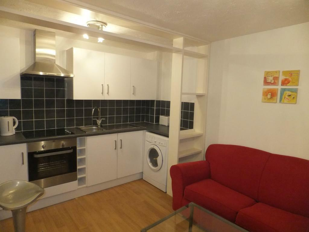 A modern 2nd floor pb studio Flat in Laburnum Close Friern Barnet N11