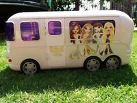 Rare white Bratz Movie Starz tour Bus plus 6 dolls