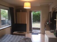 Ensuite Annex Room with Own Front Door £385pm Cheadle