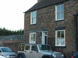 Three bedroomed detached house HULL OLD TOWN with free parking