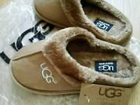 New Woman's UGG slippers size S 4-5
