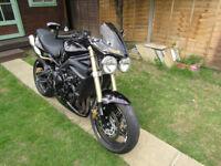 Street Triple 675cc 2009 model, excelent condition,