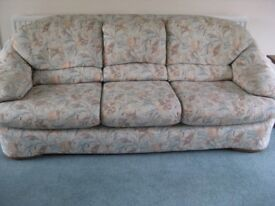 G PLAN 3 PIECE SUITE AND FOOTSTOOL IN TURQUOISE AND PEACH FLORAL PATTERN IN EXCELLENT CONDITION