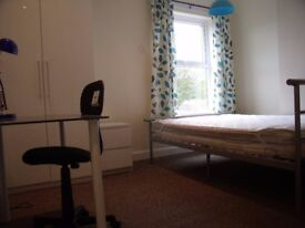 2 Min to Uni. Double + Double with ensuite shower. NO FEES!!!