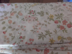 Various bed linen - 2 King and 4 double duvet covers, fitted sheet and 24 pillow cases
