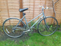 Ladies Hybrid Commuter Bike 17 inch frame
