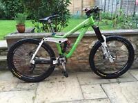 Kona stinky downhill full suspension mountain bike will post