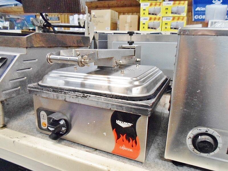 Vollrath TSA7309 40790 Commercial Non Stick Panini Grill Ribbed Sandwich Press