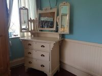 Very pretty shabby chic dressing table.