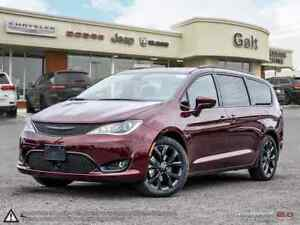 2019 Chrysler Pacifica TOURINF-L PLUS   LEATHER SUNROOF UCONNECT