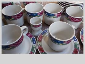 PLATES, BOWLS, CUPS AND SAUCERS ETC WITH FLOWERY EDGE PATTERN