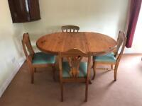 Pine extendable dining room/ kitchen table